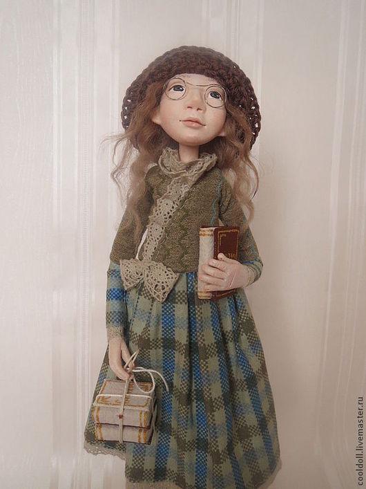 """Коллекционные куклы ручной работы. Ярмарка Мастеров - ручная работа. Купить """"Читать модно"""". Handmade. Оливковый, очки, шерсть овечья"""
