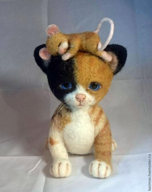 Игрушки животные, ручной работы. Ярмарка Мастеров - ручная работа. Купить игрушка из шерсти котенок и мышка. Handmade. Кошка