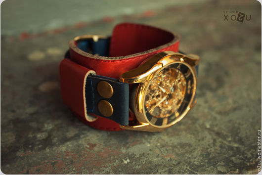 Часы наручные Transformer - модель часов с двойным браслетом. Вы можете носить эти часы как на тонком браслете, так и на съёмном - широком.