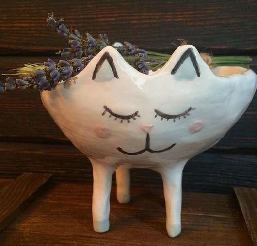 Кружки и чашки ручной работы. Ярмарка Мастеров - ручная работа. Купить Кошка на ножках из керамики, миска, конфетница в виде кошки. Handmade.