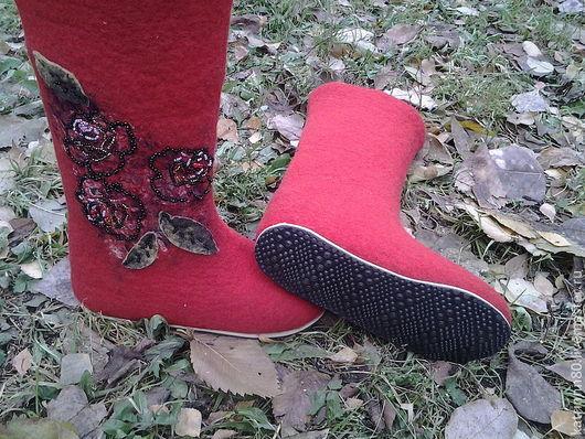 """Обувь ручной работы. Ярмарка Мастеров - ручная работа. Купить Валенки """"Розы"""". Handmade. Ярко-красный, валенки на подошве, микропора"""