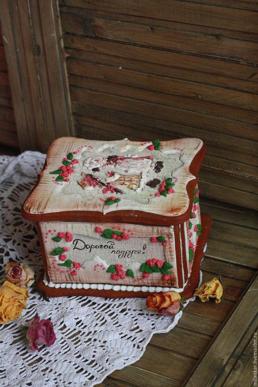 Эксклюзивная подарочная пряничная имбирная шкатулка выполнена мастерской `Прянички для любименьких` и послужит оригинальным вкусным подарком по важному событию.