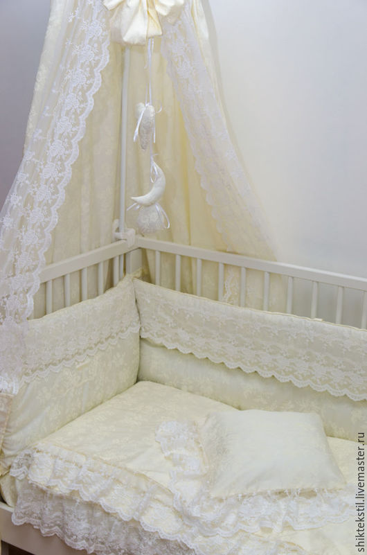 """Текстиль, ковры ручной работы. Ярмарка Мастеров - ручная работа. Купить Комплект в кроватку с кружевом и вышивкой в стиле """"шебби шик 1"""". Handmade."""