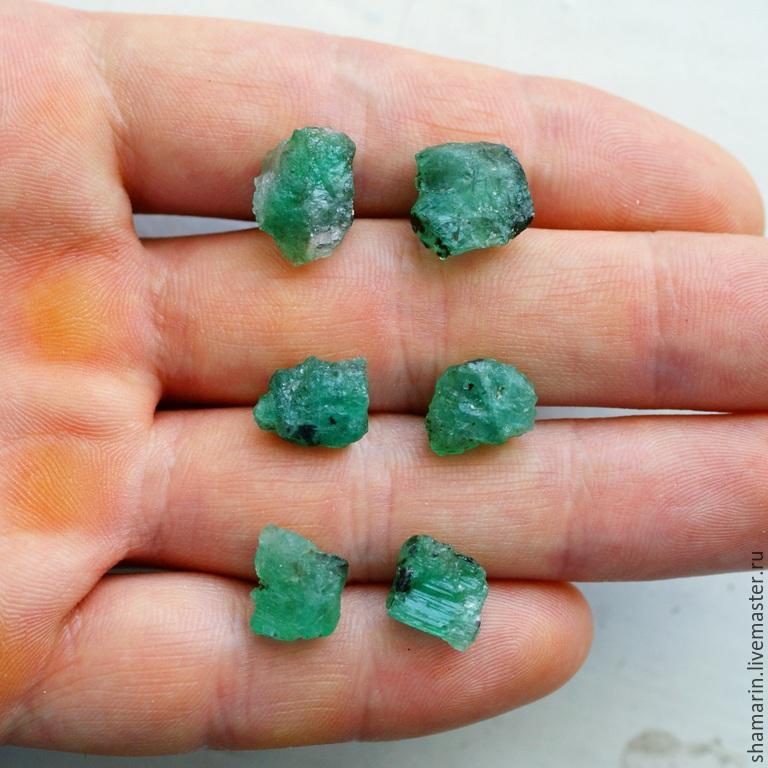 зеленый камень магнитится фото без огранки