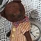 Авторский , винтажный мишка Янис . Грустный мальчик , изготовлен из вискозы-антик очень красивого шоколадного цвета . Янис хорошо стоит и сидит . Ножки и ручки на шплинтовом соединении . Головка `жива