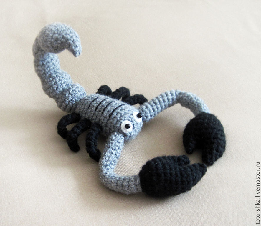 Скорпион вязаный