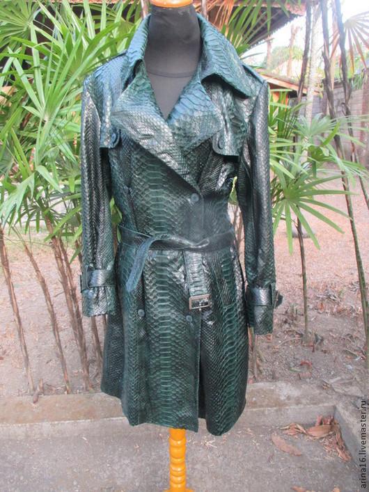 Верхняя одежда ручной работы. Ярмарка Мастеров - ручная работа. Купить Плащ из королевского питона , темно- зелёный.. Handmade.