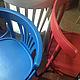 разноцветные венские стулья