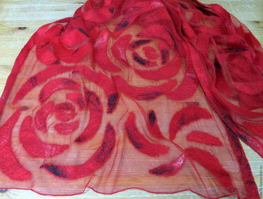 """Шали, палантины ручной работы. Ярмарка Мастеров - ручная работа. Купить Палантин валяный на шелке """"Алые розы"""". Handmade."""