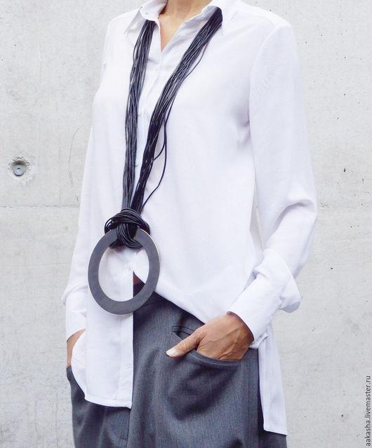Стильное и уникальное украшение из кожаных ните и металлического кулона из стали. Экстравагантный стиль