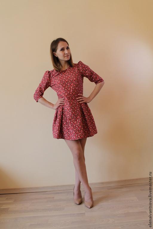 Платье мини из хлопка. Стильное и красивое платье мини в цветочек  из хлопка. Рукав три четверти.  Подходит для весны, лета и осени.