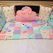 Подарок новорожденному ручной работы. Ярмарка Мастеров - ручная работа Покрывало лоскутное пэчворк и бортики в детскую кроватку. Handmade.
