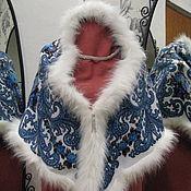 Русский стиль ручной работы. Ярмарка Мастеров - ручная работа Шаль из платка гжель с белым мехом двухсторонняя. Handmade.