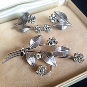 Винтаж handmade. Livemaster - original item A delicate set of brooch and earrings Krementz USA vintage. Handmade.