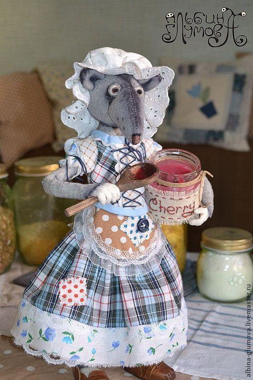 Коллекционные куклы ручной работы. Ярмарка Мастеров - ручная работа. Купить МЫШЬ МОНИКА, авторская интерьерная игрушка. Handmade. Вишня