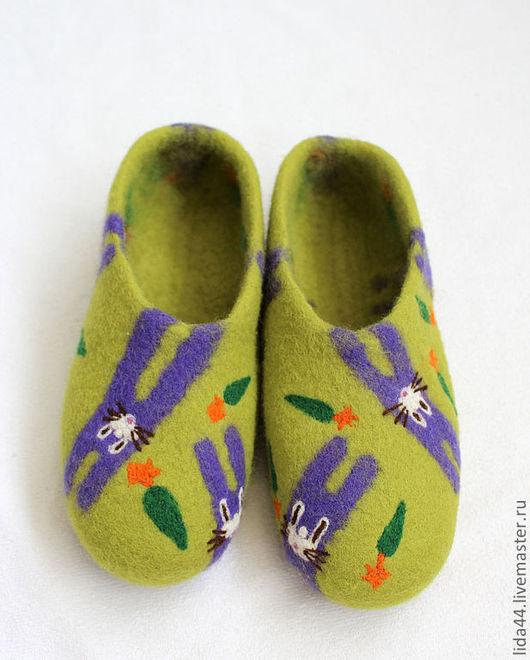 """Обувь ручной работы. Ярмарка Мастеров - ручная работа. Купить Домашние тапочки """"Зайцы"""".. Handmade. Ярко-зелёный, валяная обувь"""
