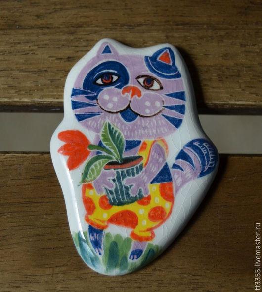 Броши ручной работы. Ярмарка Мастеров - ручная работа. Купить брошь керамика котик с цветочком. Handmade. Коралловый