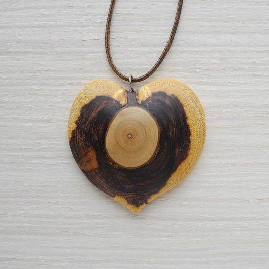 Кулоны, подвески ручной работы. Ярмарка Мастеров - ручная работа. Купить Деревянный кулон-сердце из акации. Handmade. Украшения из дерева