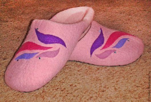 Обувь ручной работы. Ярмарка Мастеров - ручная работа. Купить домашние валяные тапочки из натуральной шерсти Лепестки. Handmade. Розовый