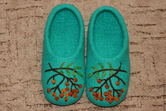"""Обувь ручной работы. Ярмарка Мастеров - ручная работа. Купить Домашние тапочки """"Ветка рябины"""". Handmade. Тапочки, валяные тапочки"""