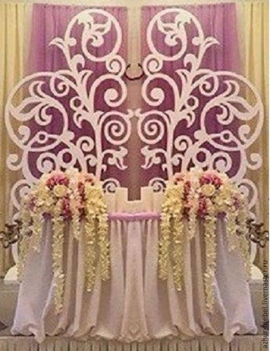 Резная свадебная ширма в качестве задника для фона за столом жениха и невесты. Производим ажурные стеночки любых размеров с разными орнаментами.