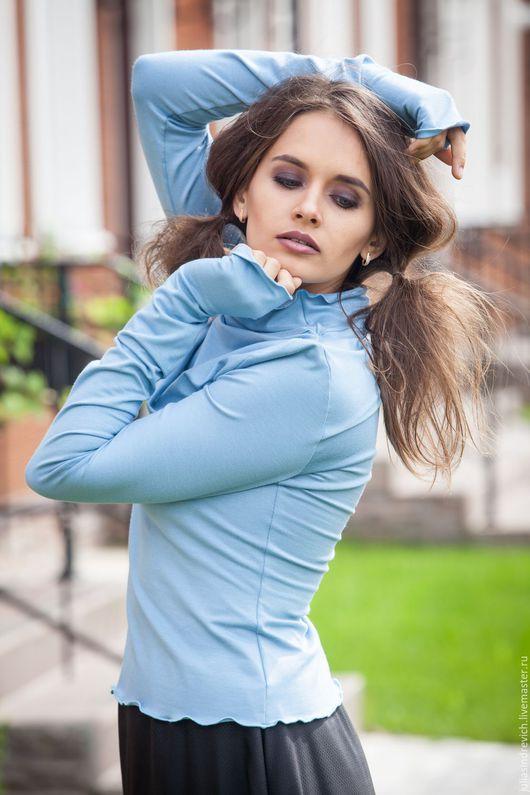 V_005 Водолазка симметричная с готическими рукавами с `пальчиком`, цвет голубой арт.0232-1206 V_006 Юбка-солнце с отделкой из кружева, цвет черный.