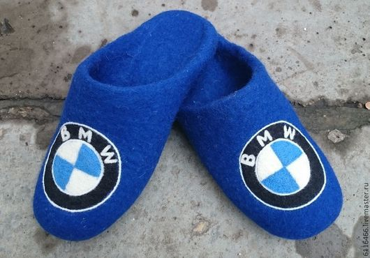 Обувь ручной работы. Ярмарка Мастеров - ручная работа. Купить домашние валяные тапочки-шлепки из натуральной шерсти BMW. Handmade.