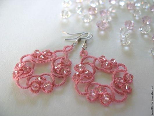 Розовые кружевные, ажурные серьги с кристаллами. Кружево ручной работы. Фриволите.