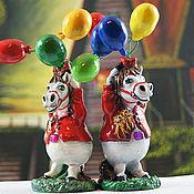 Подарки к праздникам ручной работы. Ярмарка Мастеров - ручная работа Лошадь из папье маше с воздушными шарами (статуэтка, фигурка, пони). Handmade.
