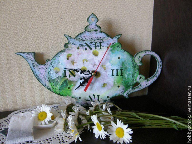 Часы Время пить травяной чай. А чтобы доставить Вам истинное удовольствие от чаепития, я создаю для Вас с особой любовью своими руками травяные чайники-часики! Эти часики будут не спеша отсчитывать вр