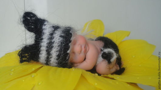 """Коллекционные куклы ручной работы. Ярмарка Мастеров - ручная работа. Купить """"Тигренок на подсолнухе""""....9 см.. Handmade. Бежевый"""