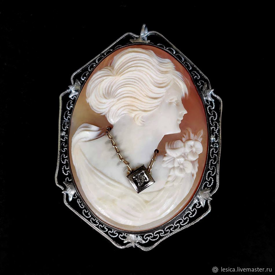 Cameo pendant brooch on a shell with a diamond, Vintage brooches, Ramenskoye,  Фото №1