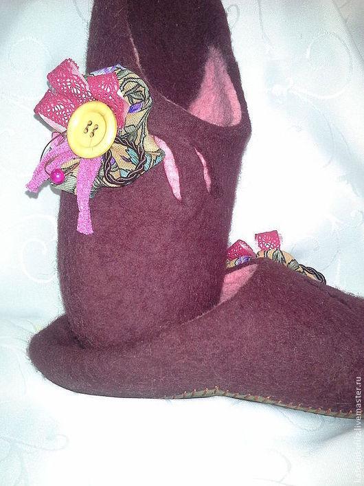 Обувь ручной работы. Ярмарка Мастеров - ручная работа. Купить Тапочки Любимой маме. Handmade. Бордовый, подарок подруге
