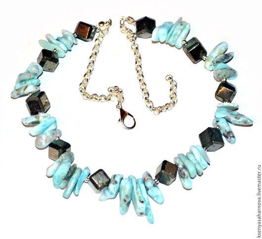 Ожерелье из природного ларимара и кубиков пирита, подчеркивающих красоту доминиканского ларимара. Ксения Сахарнова. Украшения из серебра и камней. Колье с ларимаром.