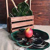 Тарелки ручной работы. Ярмарка Мастеров - ручная работа Керамическая тарелка «лист монстеры». Handmade.