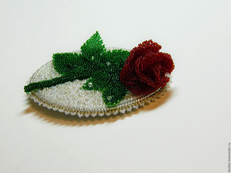 Брошь роза из бисера фото