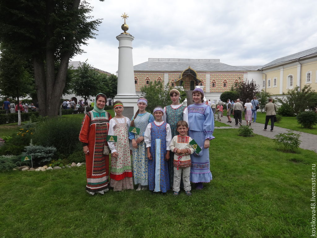 Руссккие девочки в юбках по городу 20 фотография