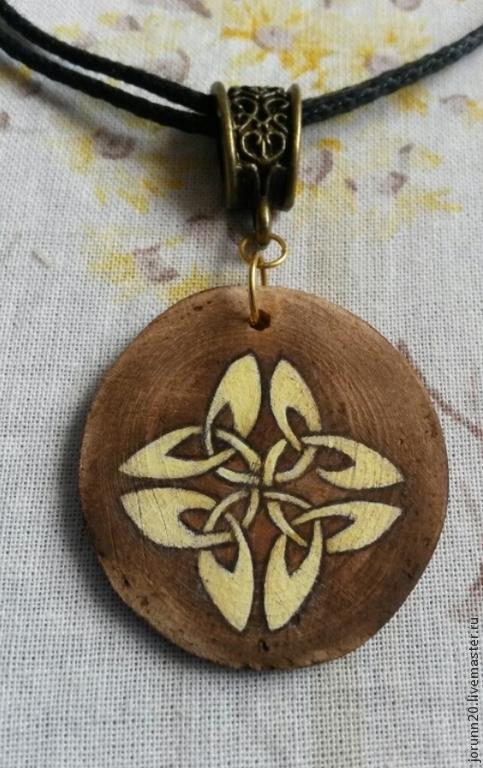 """Кулоны, подвески ручной работы. Ярмарка Мастеров - ручная работа. Купить Кулон """"Символ удачи"""" из дерева, ручная роспись. Handmade."""