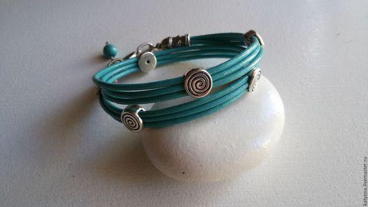 Браслеты ручной работы. Ярмарка Мастеров - ручная работа. Купить Кожаный браслет-намотка в 2 оборота со спиралями. Handmade.