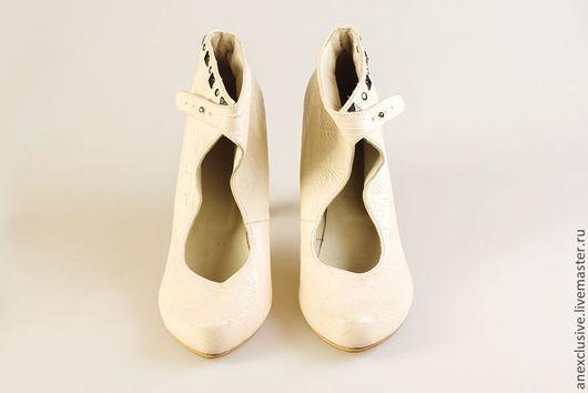 """Обувь ручной работы. Ярмарка Мастеров - ручная работа. Купить Ботильоны """"Белые узоры"""". Handmade. Ботильоны, кожаные ботильоны, клепки"""