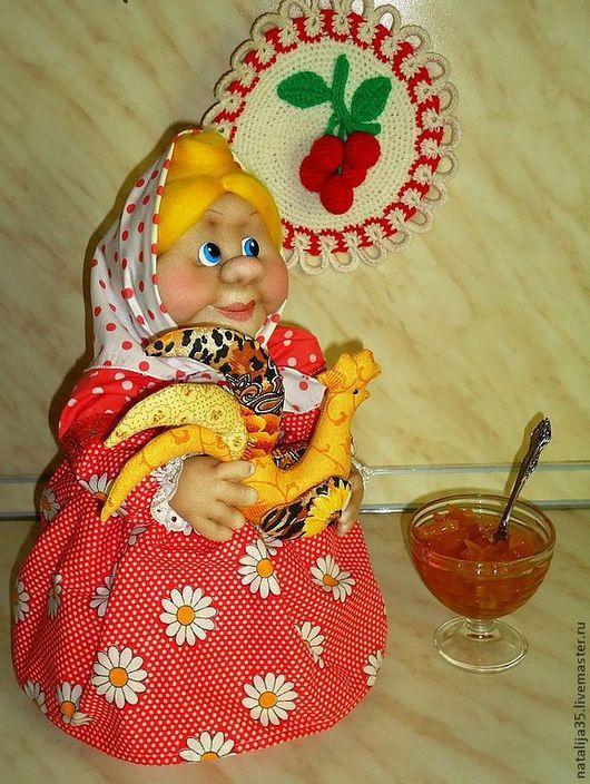 Кухня ручной работы. Ярмарка Мастеров - ручная работа. Купить Кукла на чайник. Бабушка с петушком.. Handmade. Ярко-красный