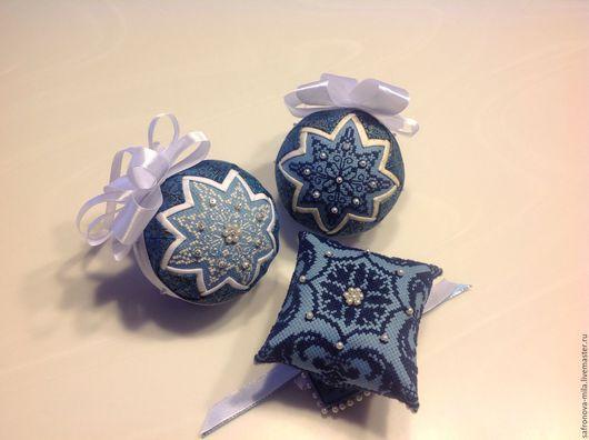 Новый год 2017 ручной работы. Ярмарка Мастеров - ручная работа. Купить Игрушки на елку бело-голубые. Handmade. Голубой