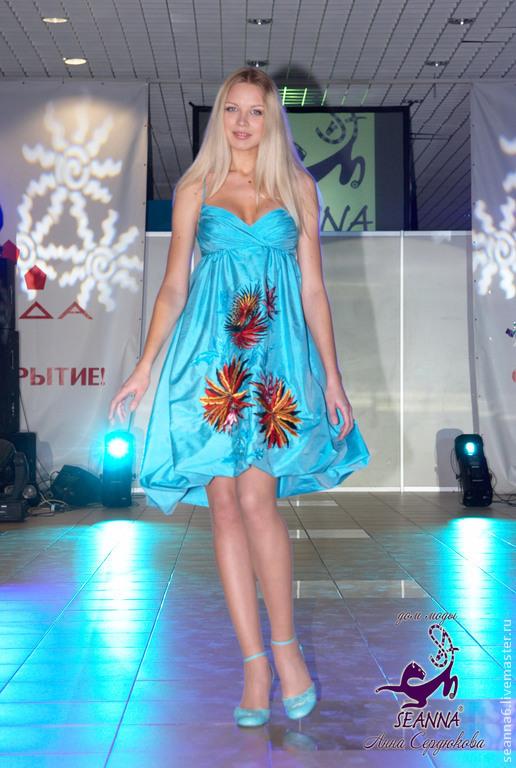 """Платья ручной работы. Ярмарка Мастеров - ручная работа. Купить Вышитое платье """"Яркие тропики"""" шелковое очень яркое и красивое. Handmade."""