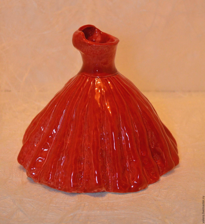 Ваза Красное платье