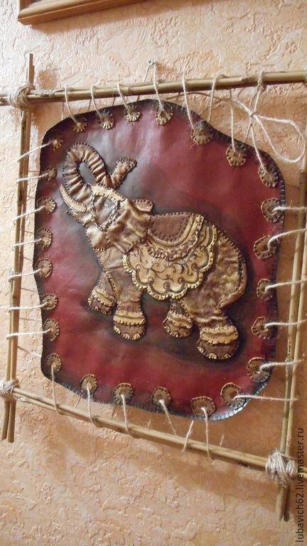 """Животные ручной работы. Ярмарка Мастеров - ручная работа. Купить Панно из кожи """"Трубящий Слон"""". Handmade. Бордовый, панно"""