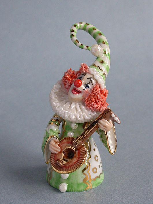 Клоун с мандолиной. 8 см - высота