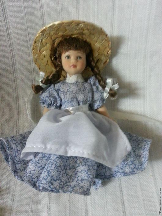 Кукла фарфоровая 12 см, руки, ноги подвижные. Цена 600 руб.