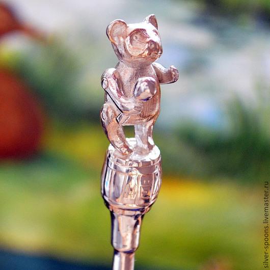 """Серебряную чайную ложку """"Мишка"""" часто заказывают в подарок новорожденному, на Крестины, на """"первый зубок"""". Есть вариант с гладким черпалом - под гравировку надписи."""
