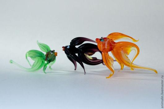 Статуэтки ручной работы. Ярмарка Мастеров - ручная работа. Купить Стеклянные микро фигурки любопытных рыбок. Handmade. Рыба, рыбалка