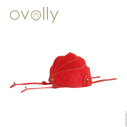 Чехол-клатч «ARMOR» M ручной работы, сделано из натурального замша. Цвет панцирного каркаса - красный, цвет срезов – красный, цвет декоративной строчки - желтый. OVOLLY (ovoly) - чехол на руку.